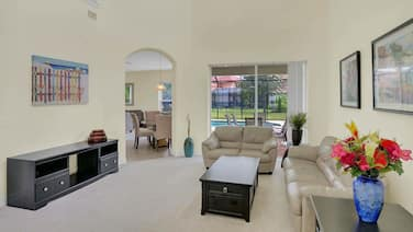 Huge Luxury Executive Rental with Private Pool & Fenced-in Backyard