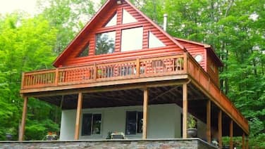 LOG Cabin Chalet W/new 6-person HOT TUB Near Kaaterskill Falls & Nolakesolakeso