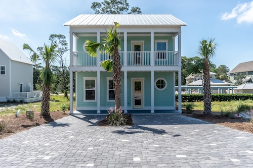 Seaglass Cottage on 30a. 12 Sleeper 3 Bedrooms, 3.5 Baths Includes 4 Bikes