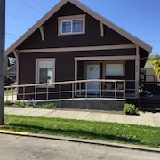 Location! Location! Location! Old Town Charmer in Downtown Anacortes
