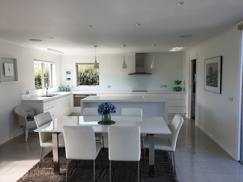 Executive Home, Stunning Location, Launceston