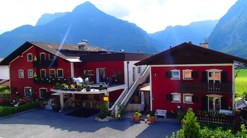 Chalet Jagdhaus Just Outside the City of Salzburg the Most Famous Lakes and ski Resorts