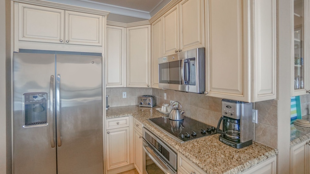 Private Kitchen, Beautiful Ocean Views w/ Seasonally Heated Pools, Grill, & Free Beach Chairs!