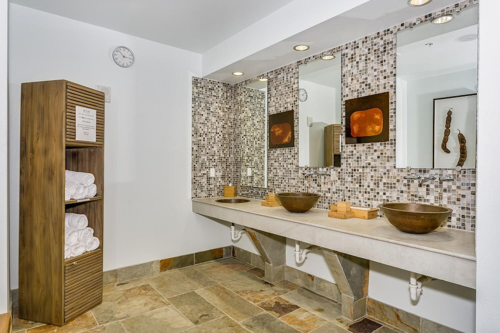 Bathroom, Beautiful Ocean Views w/ Seasonally Heated Pools, Grill, & Free Beach Chairs!