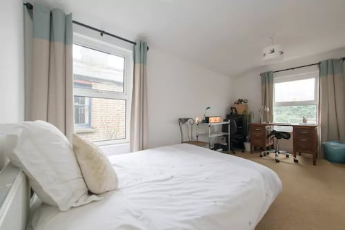 Beautiful 2 Bedroom House in Hackney