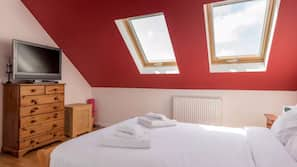 3 bedrooms, premium bedding, desk, free WiFi