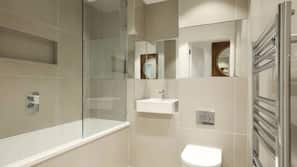Separate tub and shower, free toiletries