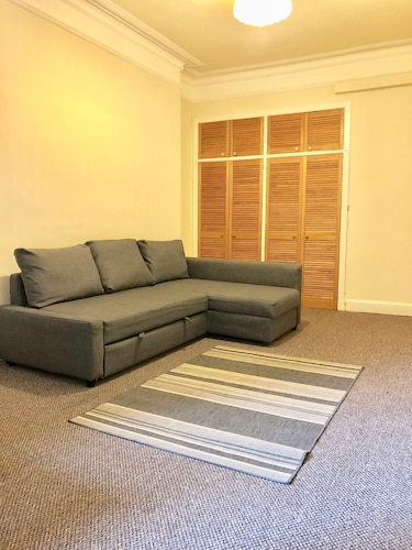 2 Bedroom Fountainbridge Apartment