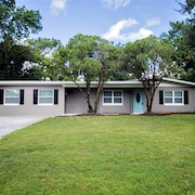 Remodeled 4 Bedroom/3 Bath Home Near Disney, Beaches and UCF