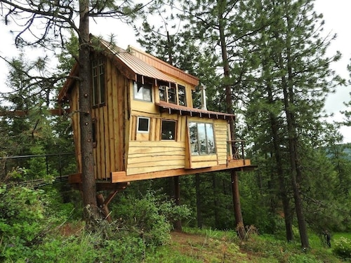 Treehouse at Hauser Lake Idaho