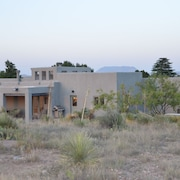 Big Sky Marfa: Mountain Views, Modern Amenities, on Half Acre NW Edge of Town
