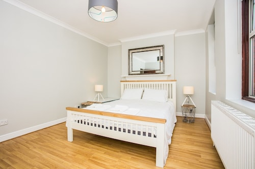Lovely 1 Bedroom Studio in Belsize Park