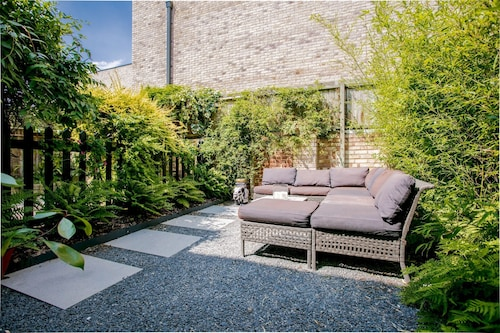 Stylish 2 Bedroom House in East London