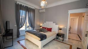 书桌、遮光窗帘、熨斗/熨衣板、婴儿床(额外收费)