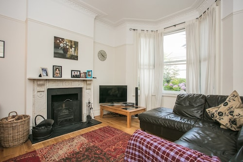 Spacious 3 Bedroom House In Dulwich