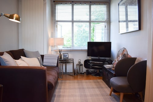 Riverside Apartment in Hammersmith