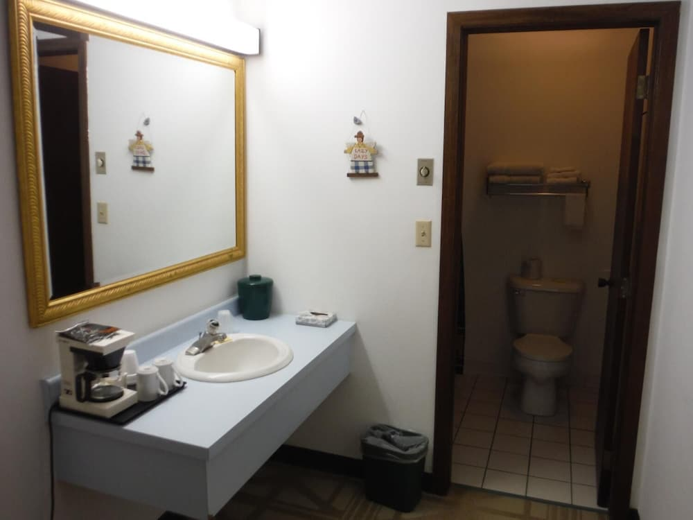 Bathroom, Caravan Motel