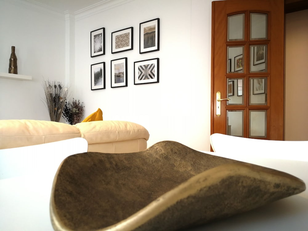 , House Pink Flamingo - Cozy and Pleasant Accommodation on the Doorstep of Lisbon