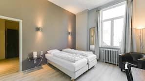 8 slaapkamers, een strijkplank/strijkijzer, internet