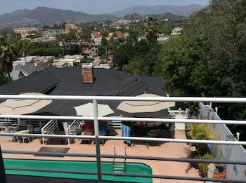 Private Back House for Rent in Beautiful Glendale With all