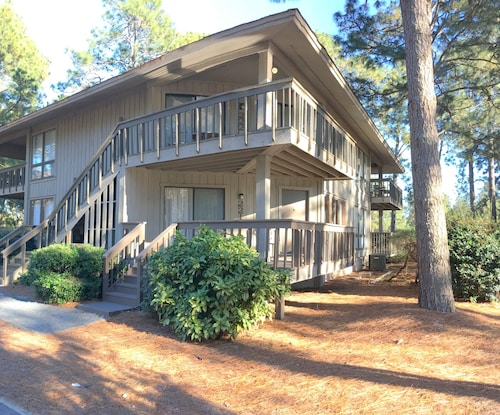 Great Place to stay 222 Foxkroft Dr. Foxfire Village Golf Front Condo 2/2 Sleeps 6 Swimming Pool near Jackson Springs