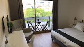 1 間臥室、Select Comfort 床墊、書桌、窗簾