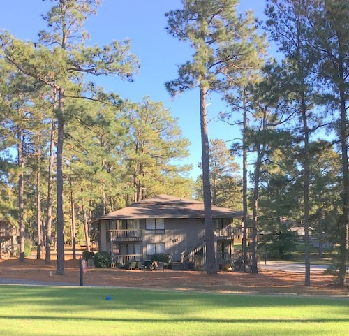 Great Place to stay 201 Foxkroft Dr. Foxfire Village 2b/2b Sleeps 6 Golf and Swimming Pool near Jackson Springs