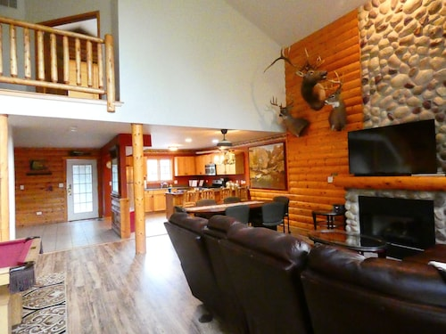 Antler INN Cabin AT Starved Rock.... Beautiful Updated 2,800sq ft Luxury Cabin