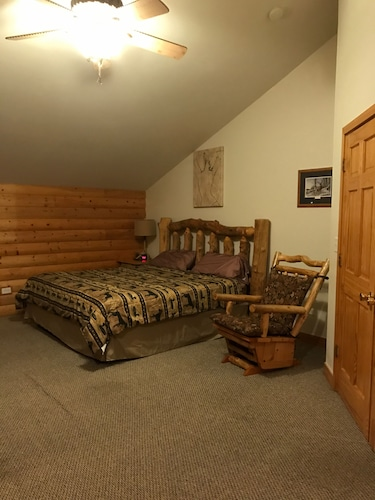 Room, Antler INN Cabin AT Starved Rock.... Beautiful Updated 2,800sq ft Luxury Cabin