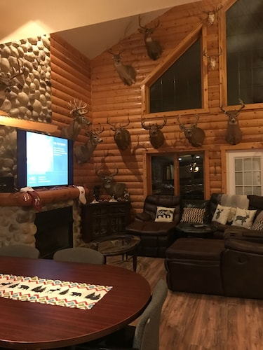Living Room, Antler INN Cabin AT Starved Rock.... Beautiful Updated 2,800sq ft Luxury Cabin