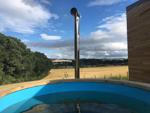 Eden Hideaway With a Wall of Glass Looking Over the Tweed Valley. Hot Tub