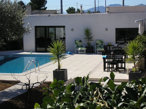 Sophisticated Country Villa, Private Pool, Jacuzzi, Air Con,Golf