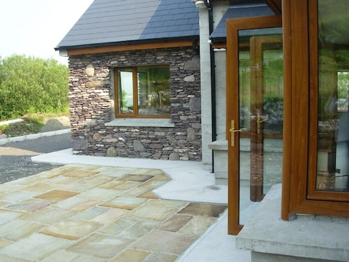 5 Holiday Home Overlooking Lough Currane. Free Wifi Near Hogs Head Golf Course