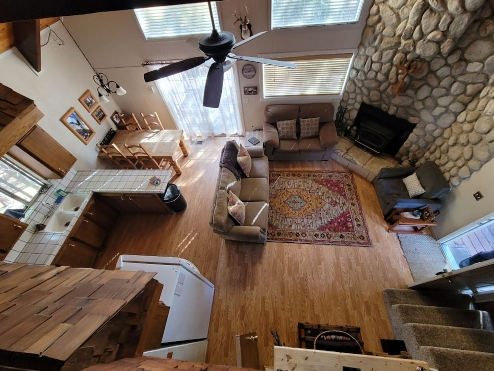 Living Room, Rustic Luxury Minutes to Dodge Ridge Ski Resort and the Sierra Mountain's Fun!