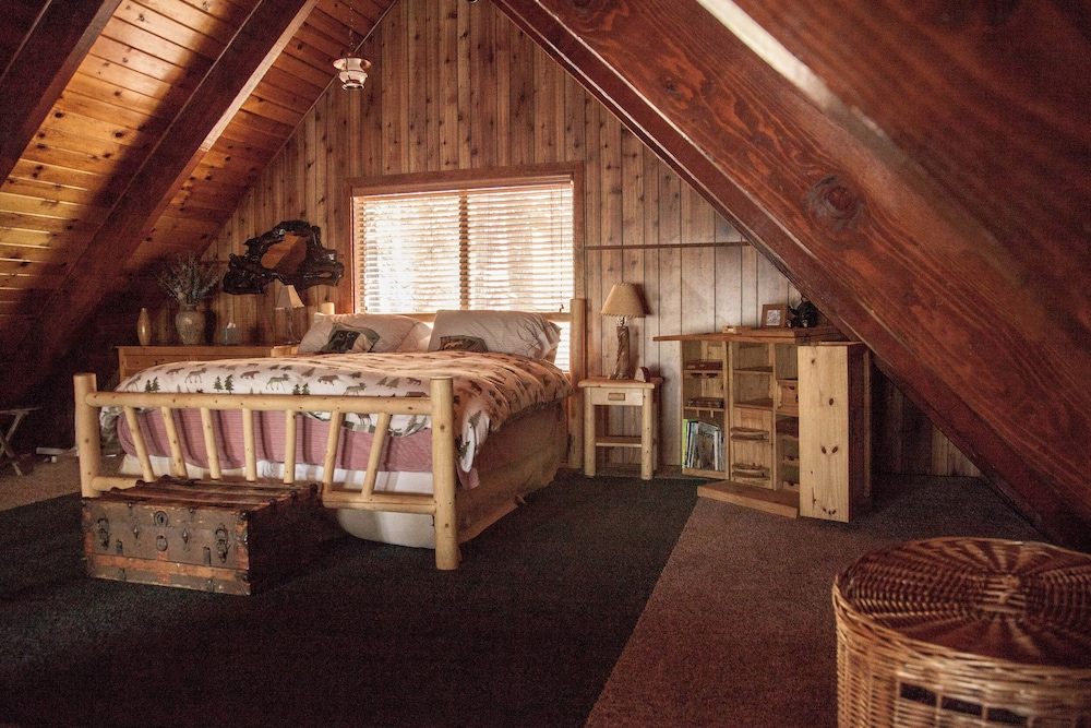 Room, Rustic Luxury Minutes to Dodge Ridge Ski Resort and the Sierra Mountain's Fun!