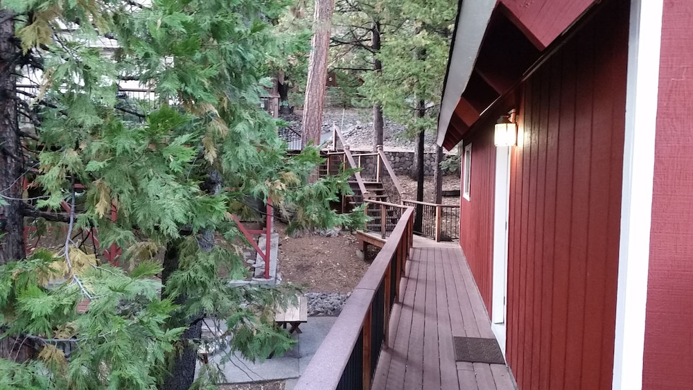 , Rustic Luxury Minutes to Dodge Ridge Ski Resort and the Sierra Mountain's Fun!