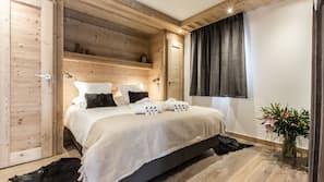 3 bedrooms, premium bedding, blackout curtains, cots/infant beds