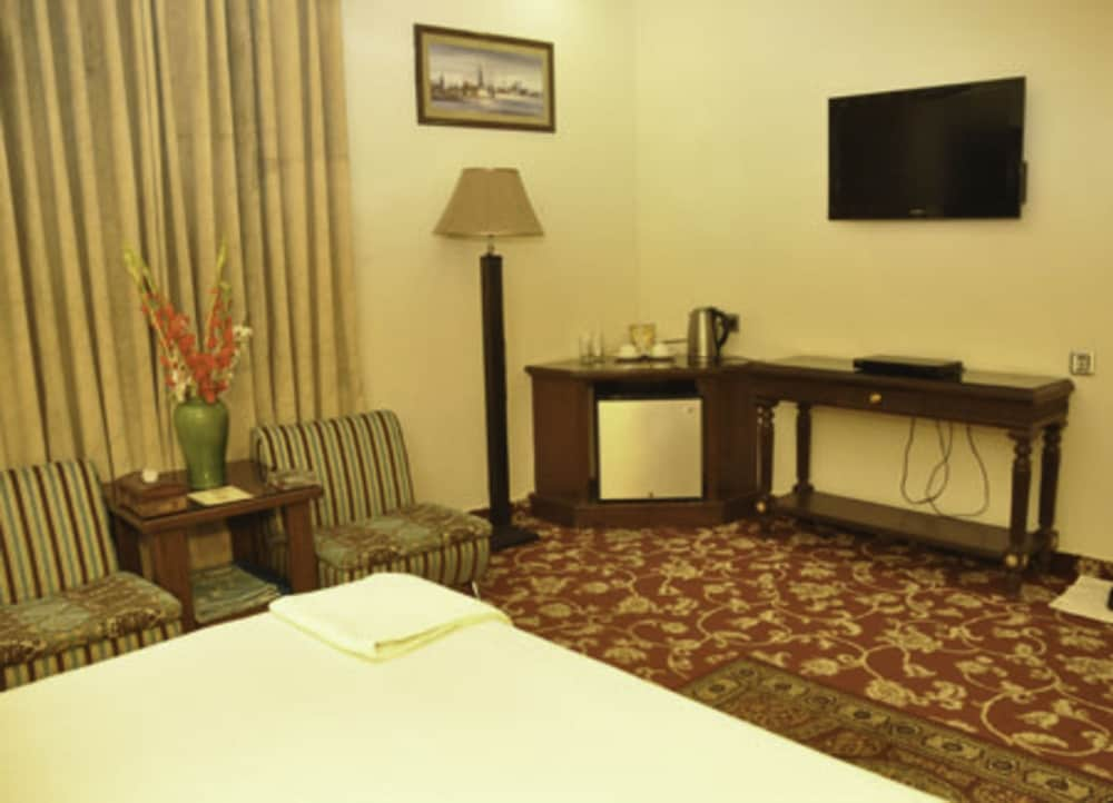 Room Amenity, Raj One Hotel