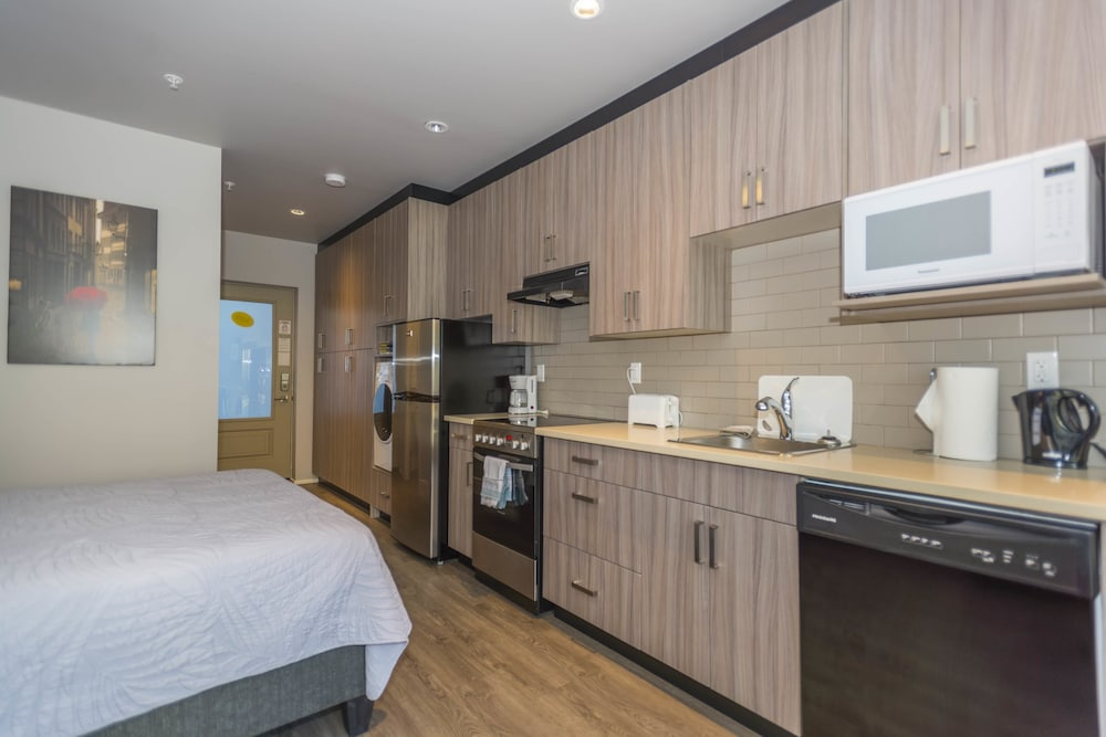 Private Kitchenette, SoLo Suites