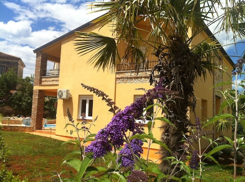 Villa FOR 8-10 People, Near THE Sea, Quiet Location, With Pool