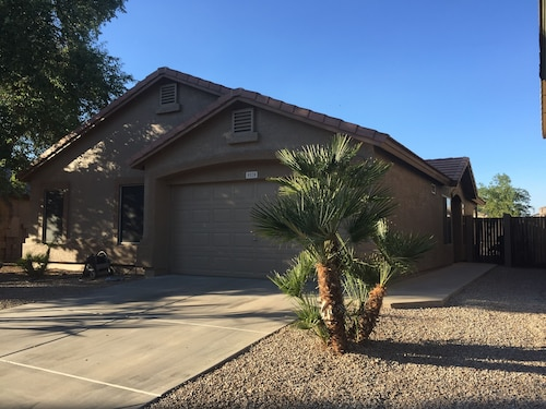 East Mesa Home With Beautiful Yard And Inground Pool. Blocks From Freeways
