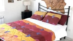 3 bedrooms, desk, iron/ironing board
