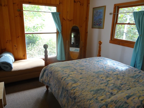 Peaceful Mountain Cottage 3bdrm Deck With Gazebo Above Stream