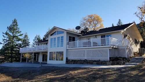 The Ridgeview Lodge ~ Perfect for Family Events, Sleeps 15, Beautiful Views
