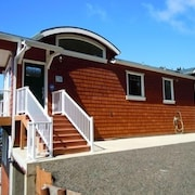 New Oceanside Home ..fab Views! Pets OK- EZ Walk to Beach