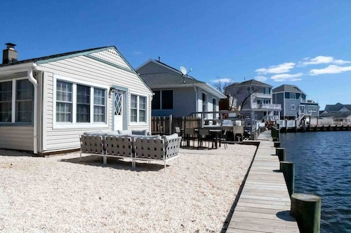 Cozy & Chic Waterfront Jersey Shore Home
