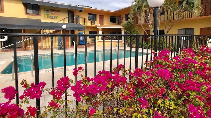 Sunny Palms Inn