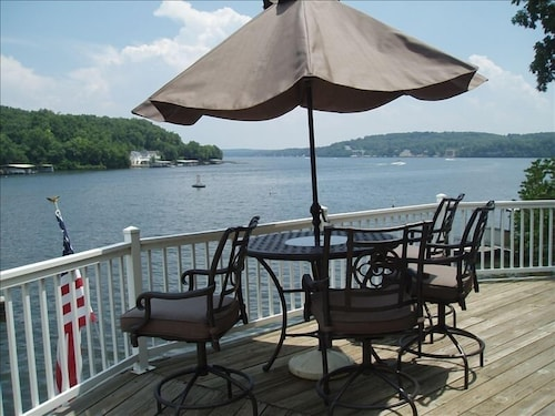 Terrific View Lakefront Captain Rons No-wake Cove Pontoon & Fishing Boat Rental
