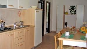 Fridge, oven, hob, cookware/dishes/utensils