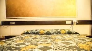 书桌、遮光窗帘、免费 WiFi、床单
